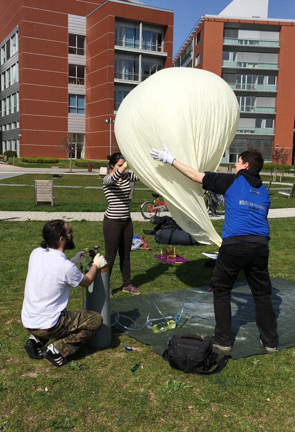 A ballon töltése
